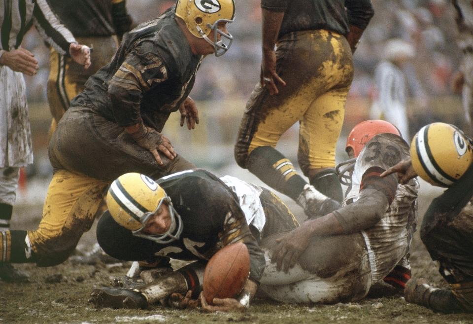 Ray Nitchke Recovering Jim Brown Fumble