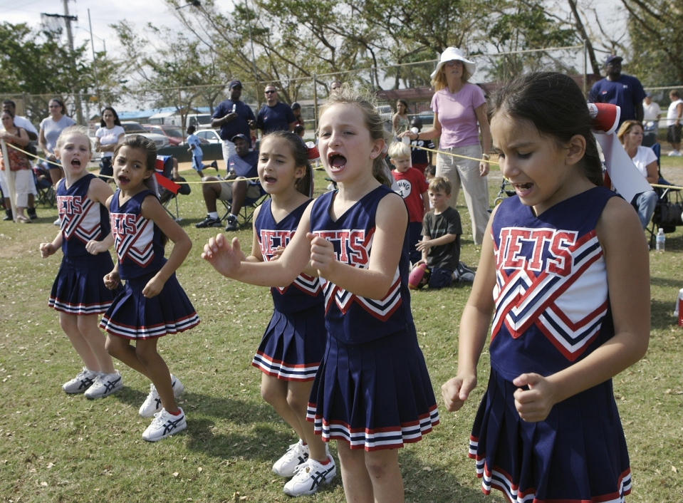 Pee Wee Football - Cheerleaders, Taylor Osborne Leads Cheer
