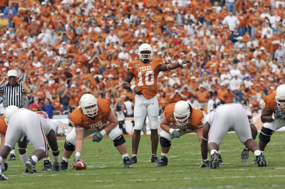 Texas vs Oklahoma, Vince Young on Line of Scrimmage