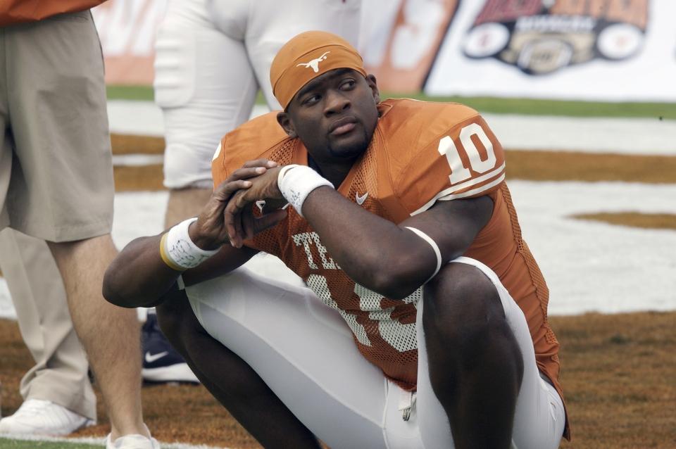 Texas vs Oklahoma, Vince Young on Sideline