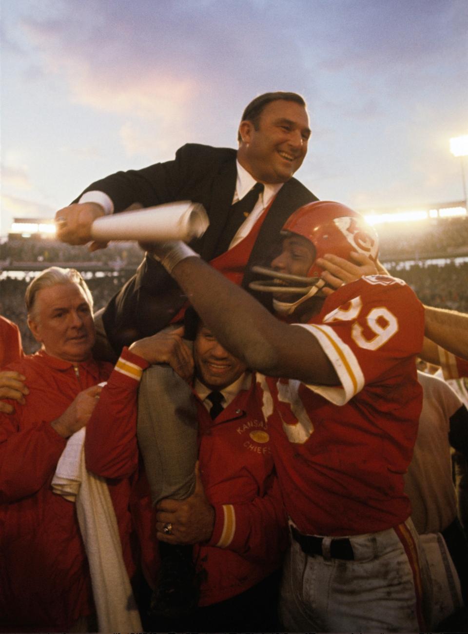 Hank Stram on Shoulders, Super Bowl IV