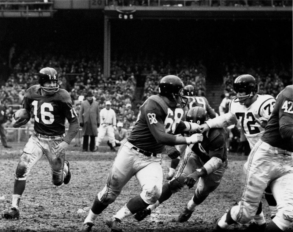 Frank Gifford Running with the Ball