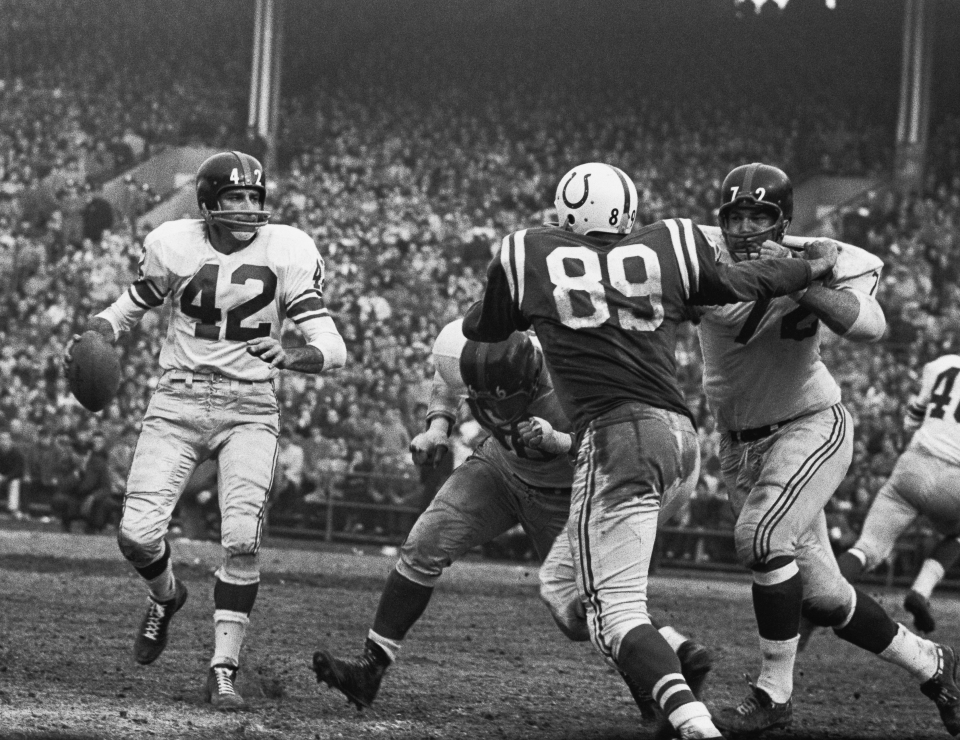 Giants vs Baltimore Colts - Charlie Connerly #42, Gino Marchetti #89